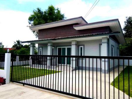 ขาย บ้านเดี่ยว บ้านโมเดิร์น ทันสมัย บรรยากาศร่มรื่น ห่างเมืองออกมานิด เพื่อชีวิตที่สงบสุข บ้านโมเดิร์น 90 ตรม. 50 ตร.วา ฟรีค่าโอนกรรมสิทธิ์