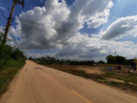 ขาย ที่ดิน ถมแล้ว สำหรับสร้างบ้าน 200 ตร.วา เข้ามาจากถนนดำ เส้นกำแพงเพชร-พิจิตร 1.9 กม.